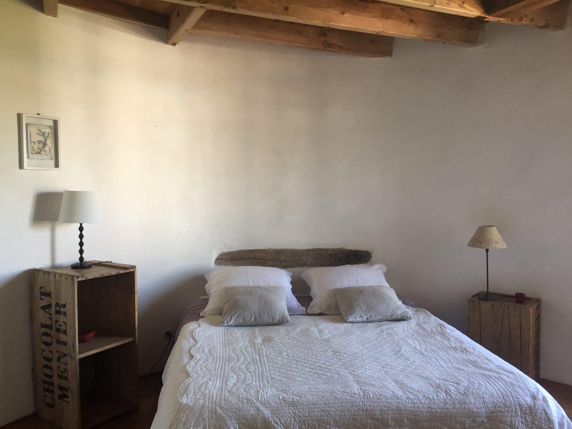 chambre 2-eme étage avec un lit double
